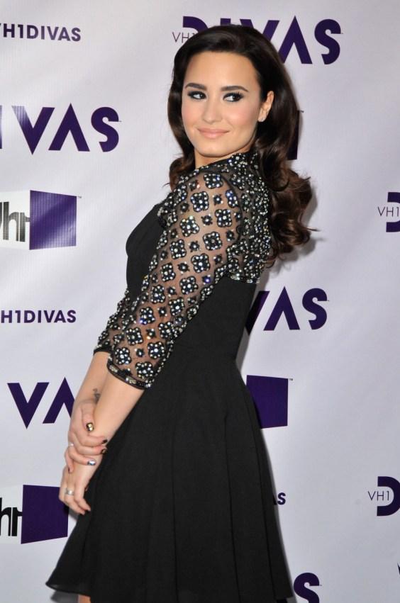 Demi Lovato - 2012 VH1 Divas -05