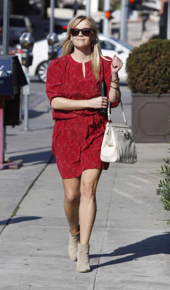 Reese Witherspoon - Leggy in shoprt dress -13