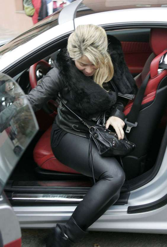 Shakira - In Leather Pants -07