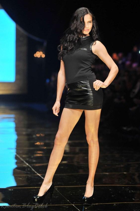 Adriana-Lima---Dosso-Dossi-Fashion-Show-2013--05