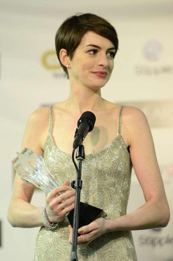 Anne-Hathaway-2013-Critics-Choice-Movie-Awards--12