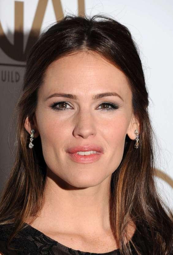 Jennifer-Garner---2013-Guild-Award-in-Beverly-Hills-03