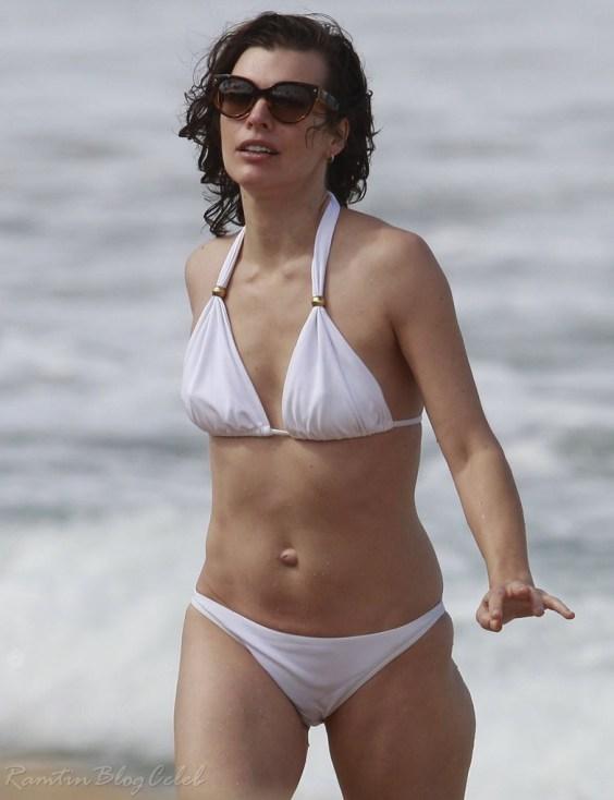 Milla Jovovich in bikini in Maui -05-e1357164509986