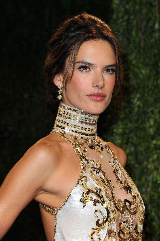 Alessandra-Ambrosio---Oscar-2013---Vanity-Fair-Party--07