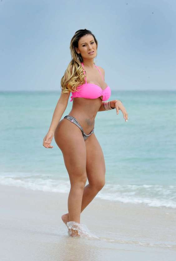 Andressa-Urach-in-a-thong-bikini-in-Miami-22