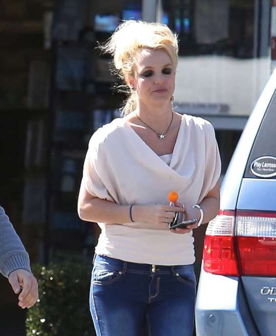 Britney-Spears---In-jeans-and-boots-in-Malibu--15