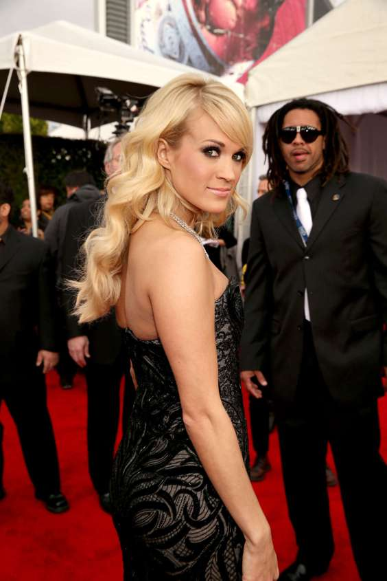 Carrie-Underwood-2013-Grammy-Awards-01