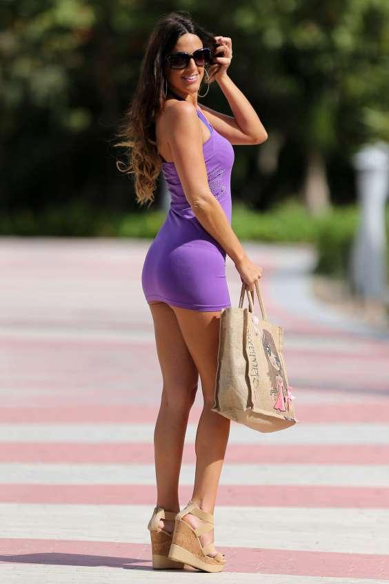 Claudia-Romani-in-mini-dress--01