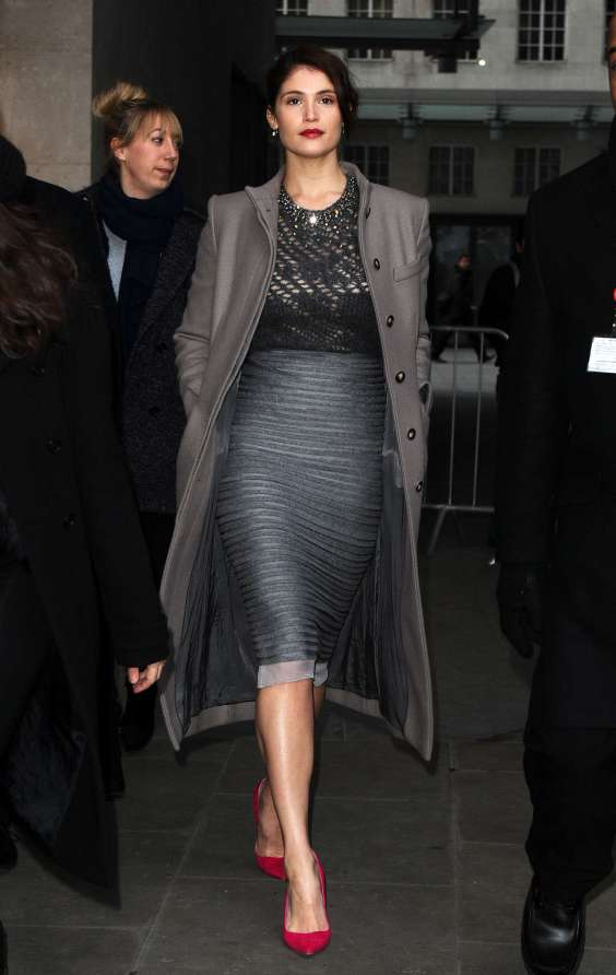 Gemma-Arterton-In-Skirt-At-the-BBC-Radio-One-studios-01