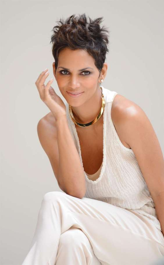 Halle-Berry---5th-Avenue-Collection-Filming--06