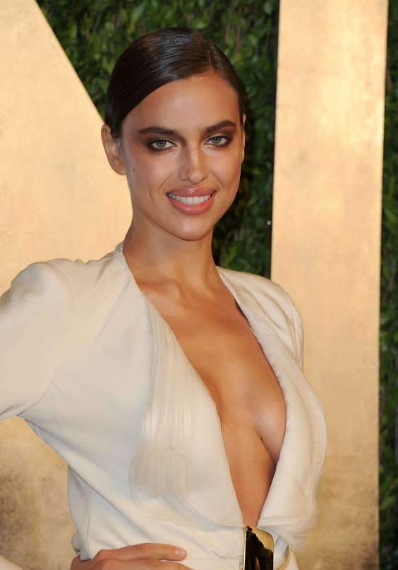Irina-Shayk---Oscar-2013---Vanity-Fair-Party--02
