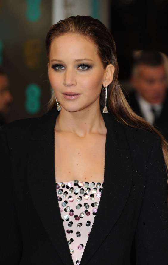 http://ramtinblog.files.wordpress.com/2013/02/jennifer-lawrence-at-bafta-2013-awards-in-london-02.jpg?w=564&h=888