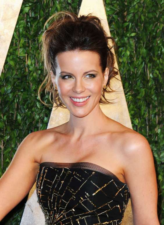 Kate-Beckinsale---Oscar-2013---Vanity-Fair-Party--05