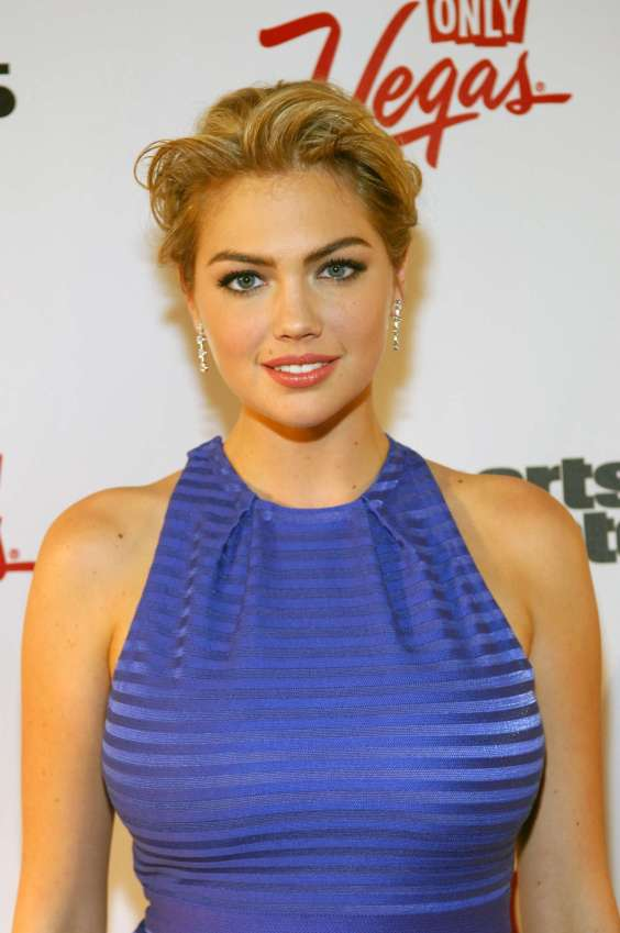 Kate-Upton---SI-Swimsuit-on-Location-at-the-Marquee-nightclub-03