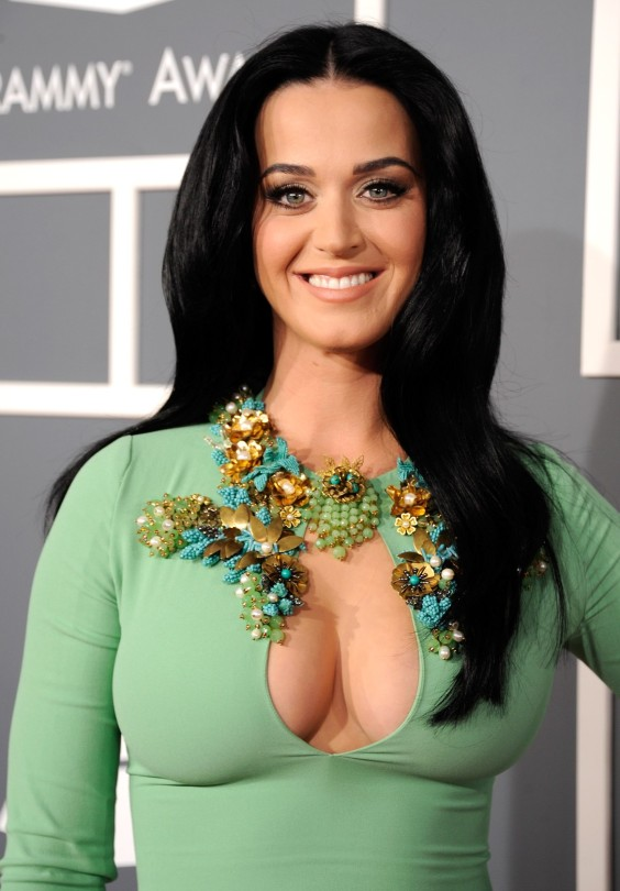 Katy-Perry-in-a-very-tight-dress-at-the-Grammy-Awards-in-LA-08-e1360624301409