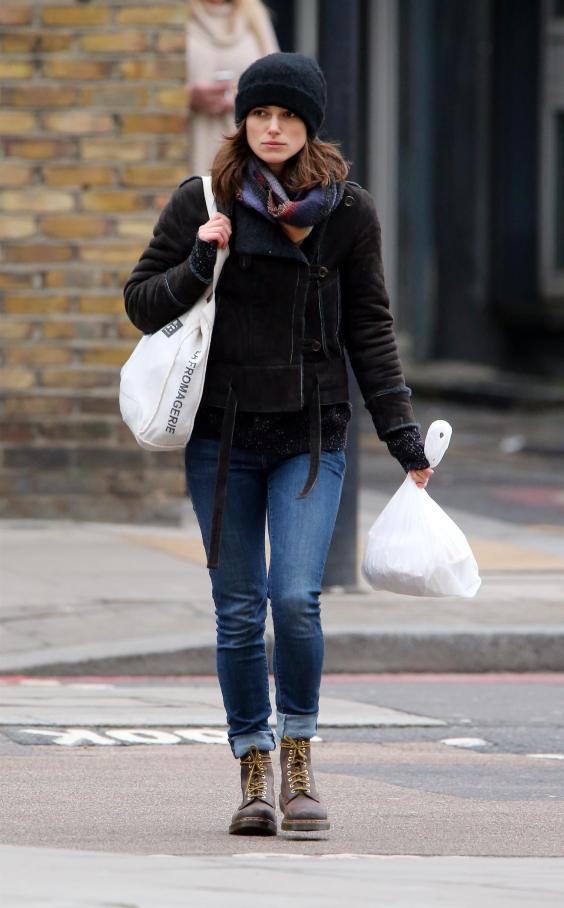 Keira-Knightley-in-jeans--09