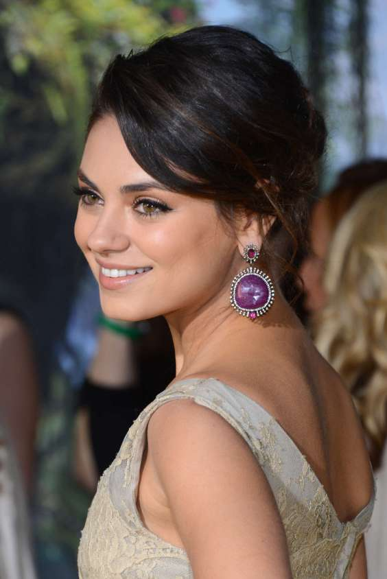 Mila-Kunis---Oz-The-Great-And-Powerful-premiere-in-Hollywood-06
