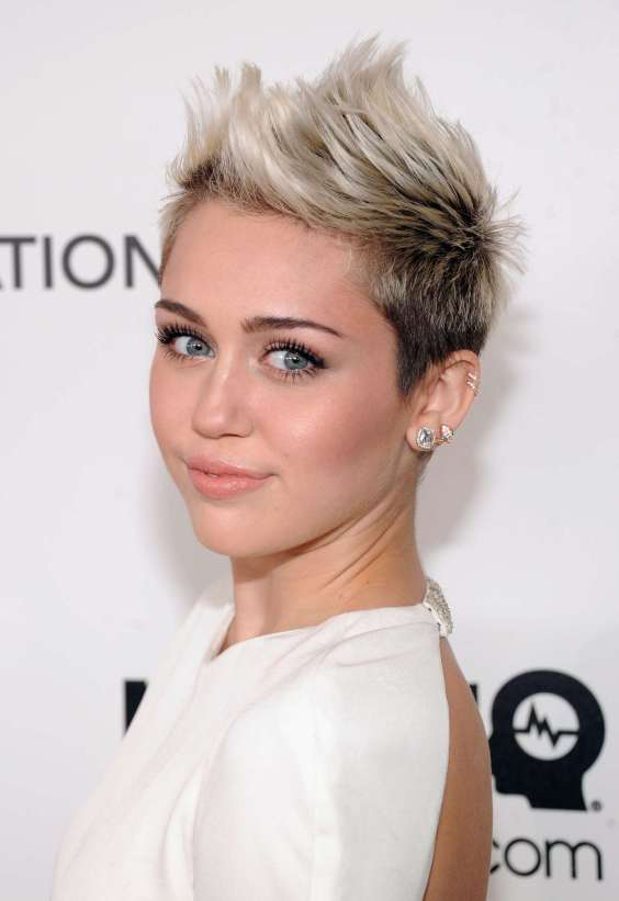 Miley-Cyrus---2013-Elton-John-AIDS-Foundation-Academy-Awards-Party--03