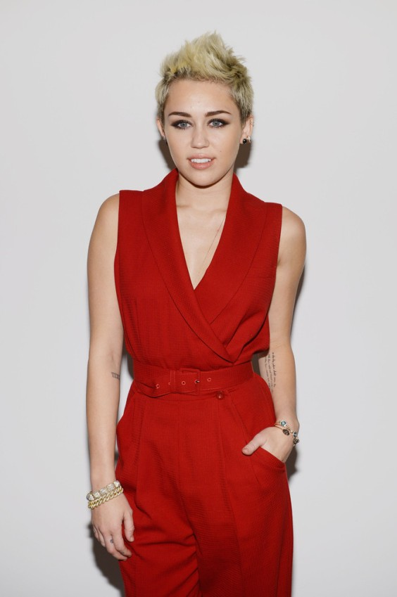 Miley-Cyrus-at-2013-Rachel-Zoe-Fashion-Show--03