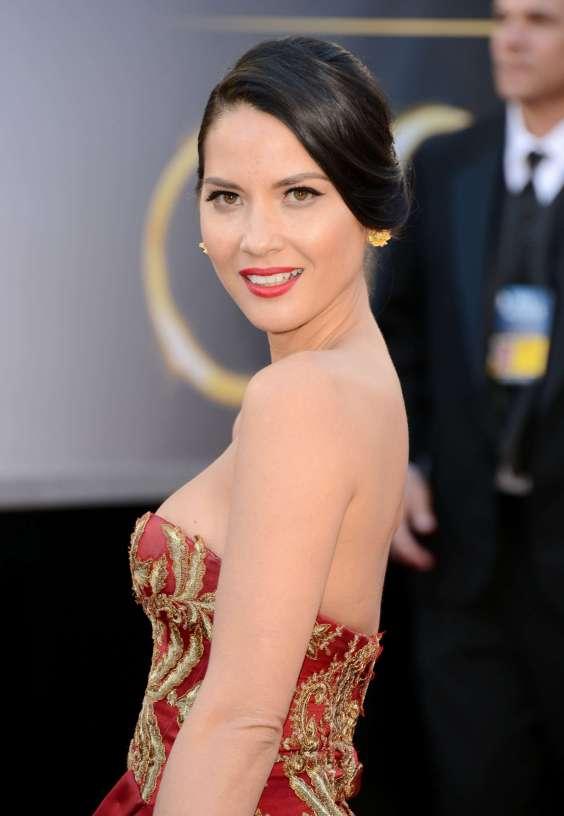 Olivia-Munn---Oscars-2013--02