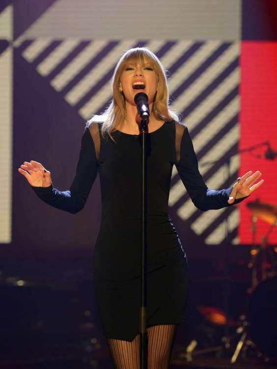 Taylor-Swift-on-The-Graham-Norton-Show--04