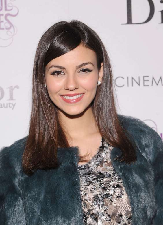 Victoria-Justice-at-Beautiful-Creatures-Screening--07