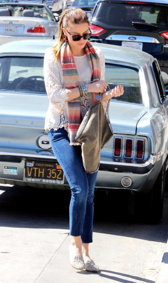 Amber-Heard-In-Jeans--07