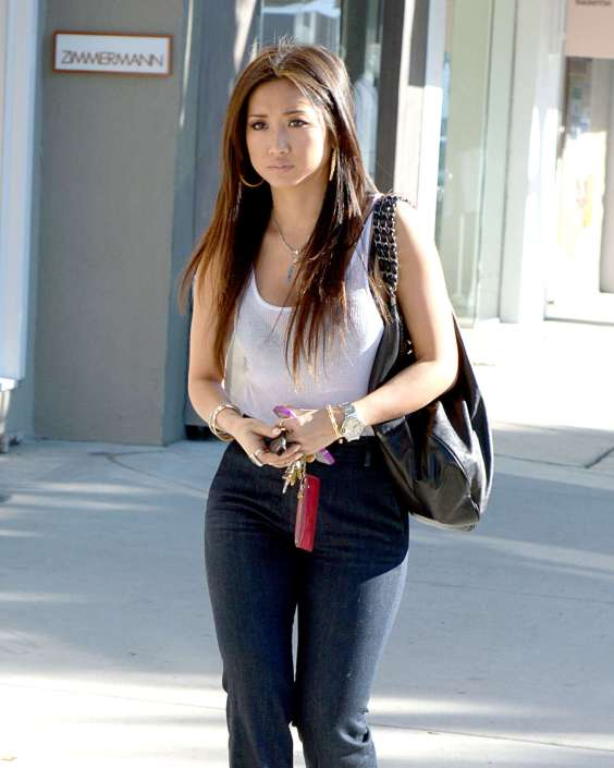 Brenda-Song-Shopping-candids--01