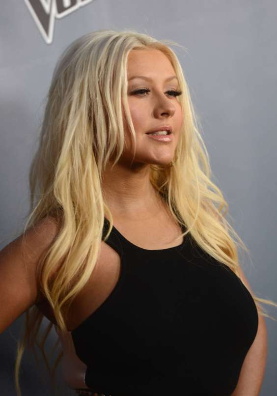 Christina-Aguilera-at-The-Voice-Season-4-Premiere--05