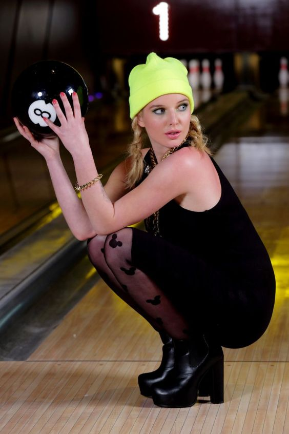 Helen-Flanagan---Dog-Bowl-Bowling-Alley-Photoshoot---March-2013--03