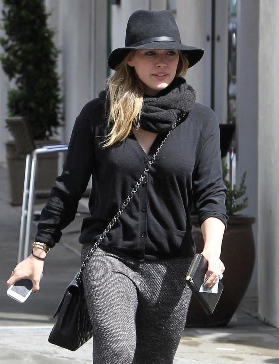 Hilary-Duff---Shopping-Candids--43