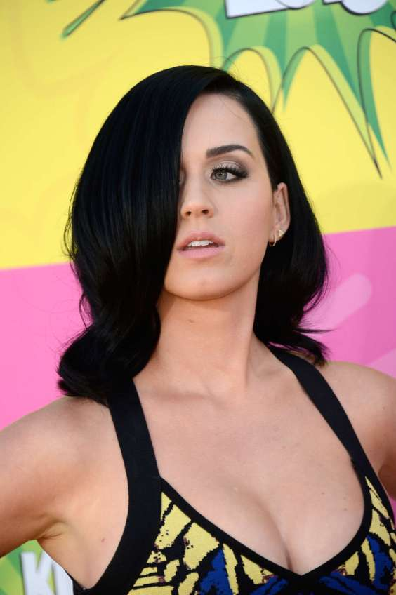 Katy-Perry---2013-Kids-Choice-Awards--05