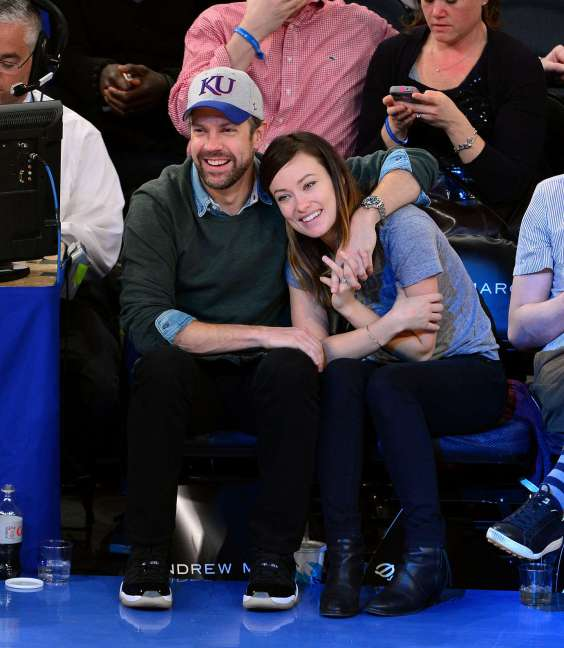 Olivia-Wilde-At-the-Toronto-Raptors-vs-New-York-Knicks-game--03