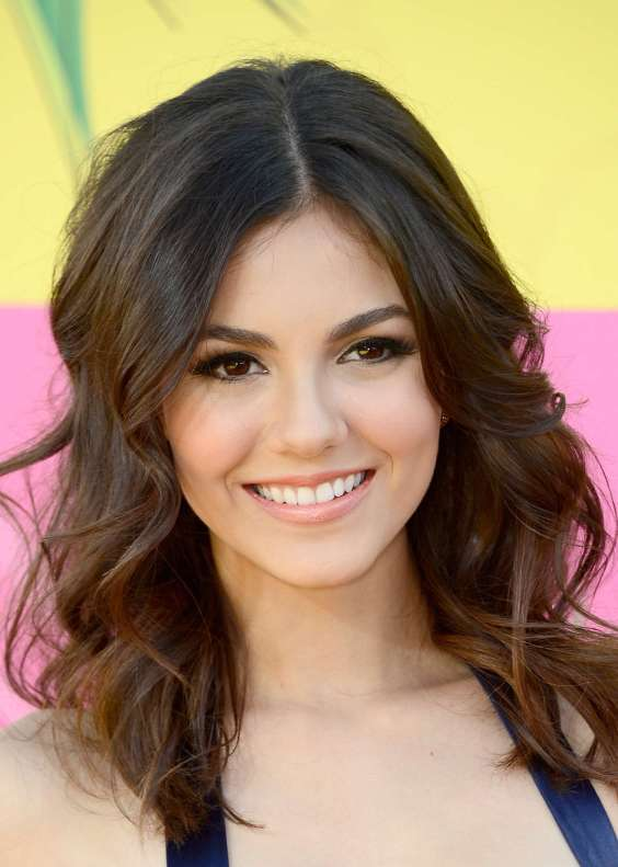 Victoria-Justice---2013-Kids-Choice-Awards--03