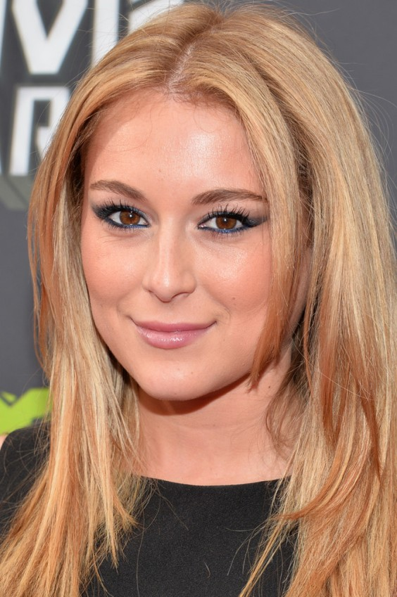 Alexa-Vega-at-2013-MTV-Movie-Awards--02