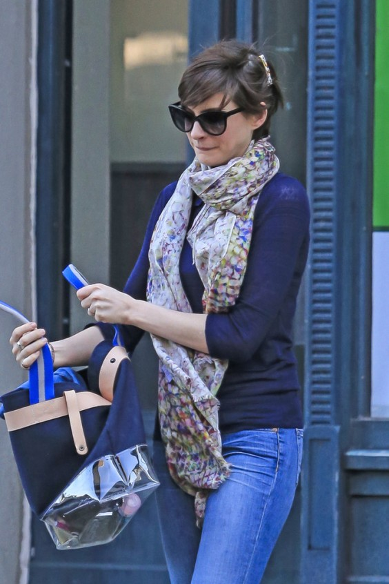 Anne-Hathaway-out-in-NY--04