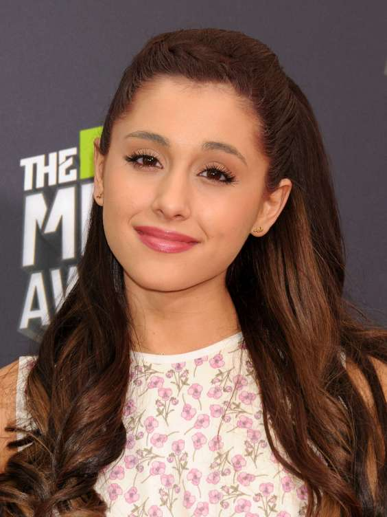 Ariana-Grande---2013-MTV-Movie-Awards--06