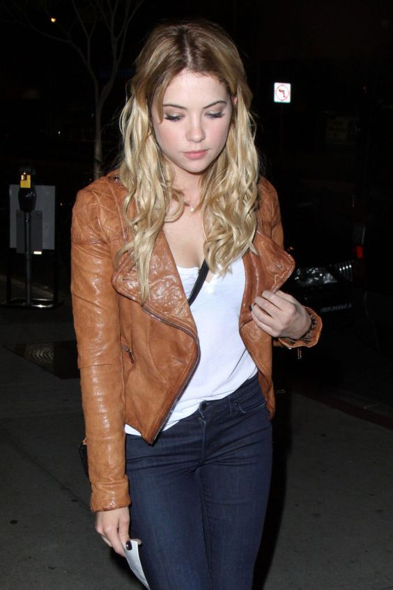Ashley-Benson-at-BOA-Steakhouse--02