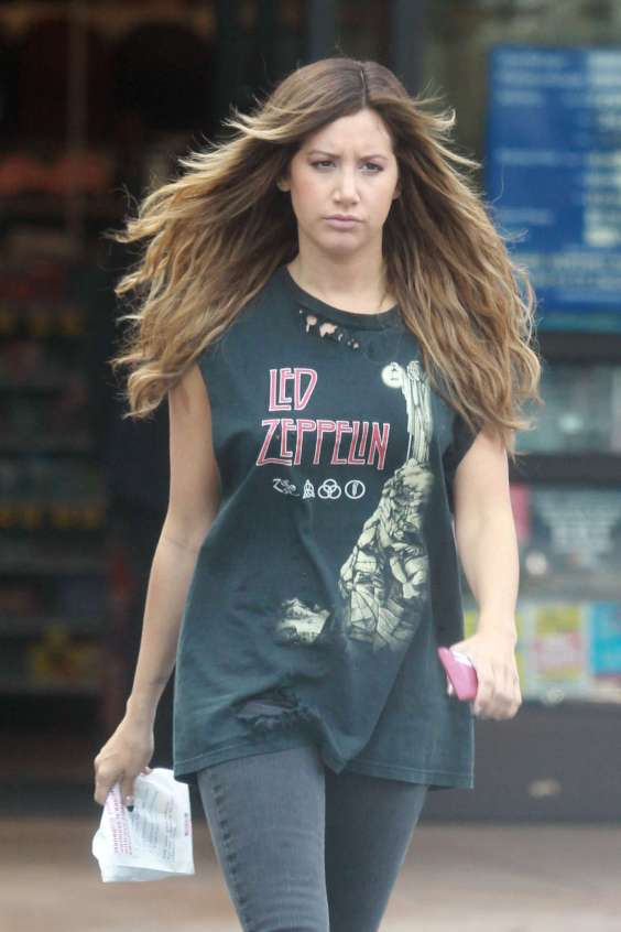 Ashley-Tisdale-Out-and-about-in-Los-Angeles--07