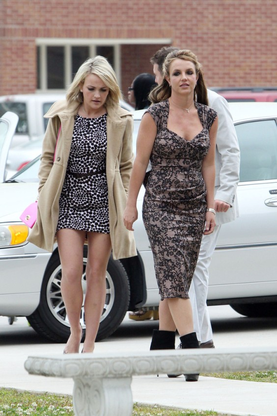 Britney-and-Jamie-Lynn-Spears-at-Easter-Sunday-Church-Services--02