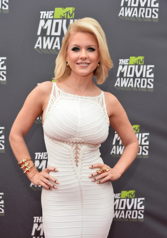 Carrie-Keagan-at-2013-MTV-Movie-Awards--02