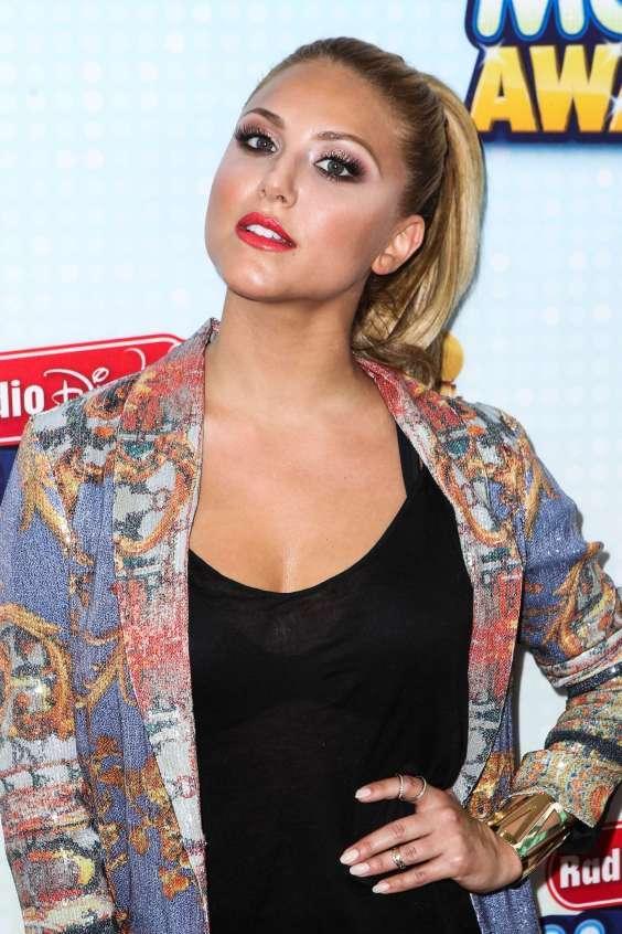 Cassie-Scerbo-at-2013-Radio-Disney-Music-Awards--03