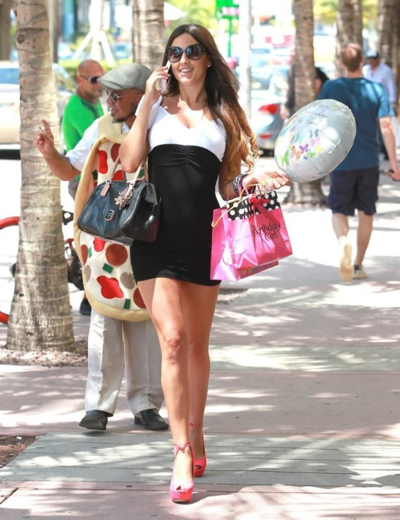 Claudia-Romani---out-and-about-in-Miami-01