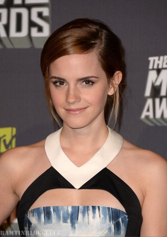 Emma-Watson-at-2013-MTV-Movie-Awards--05