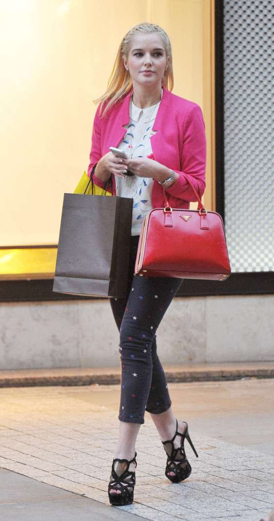 Helen-Flanagan---Shopping-in-Manchester--02