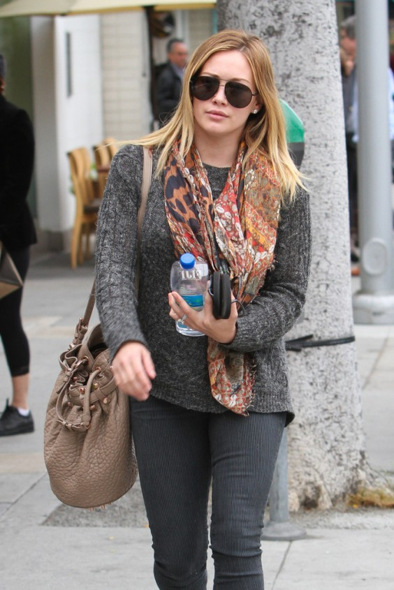 Hilary-Dufff-at-a-nail-salon-in-Beverly-Hills--15