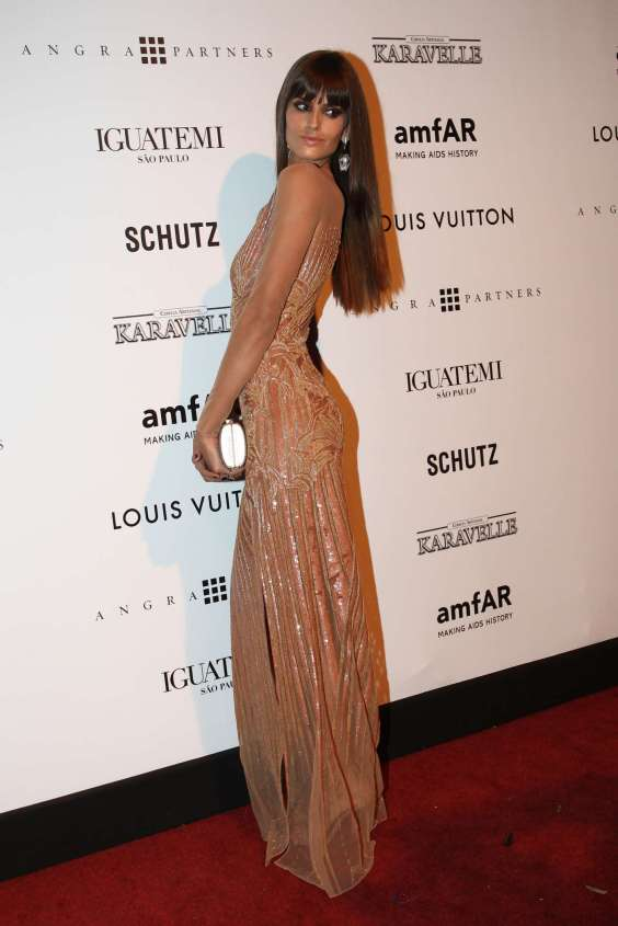 Izabel-Goulart-attends-the-amfAR-Gala-in-Sao-Paulo--02