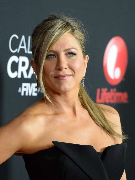 Jennifer-Aniston-at-the-Call-Me-Crazy-A-Five-Film-Premiere--02