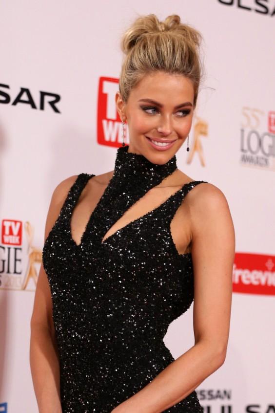 Jennifer-Hawkins---2013-Logie-Awards-in-Melbourne---06