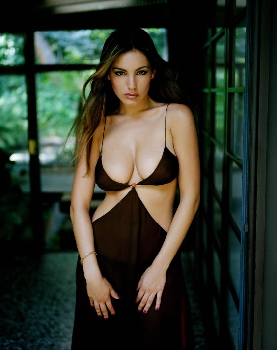 Kelly-Brook---Lingerie-Photoshoot--05